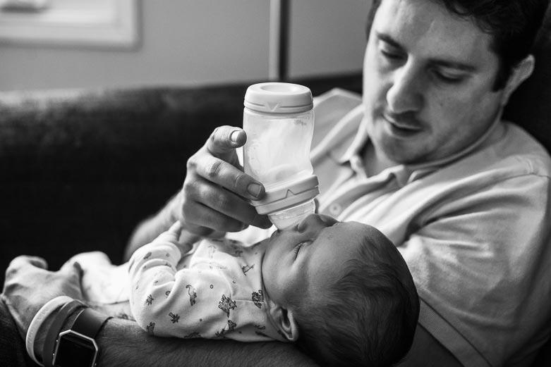 Documentary newborn photography: bottle feeding