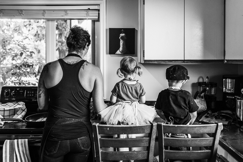Another day in the life of a family of chefs in Alberta: mother cooking with her children