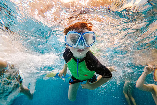 Sherwood Park family photographer | Boy swimming underwater